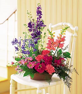 Garden Fresh Blooms Floral Arrangement